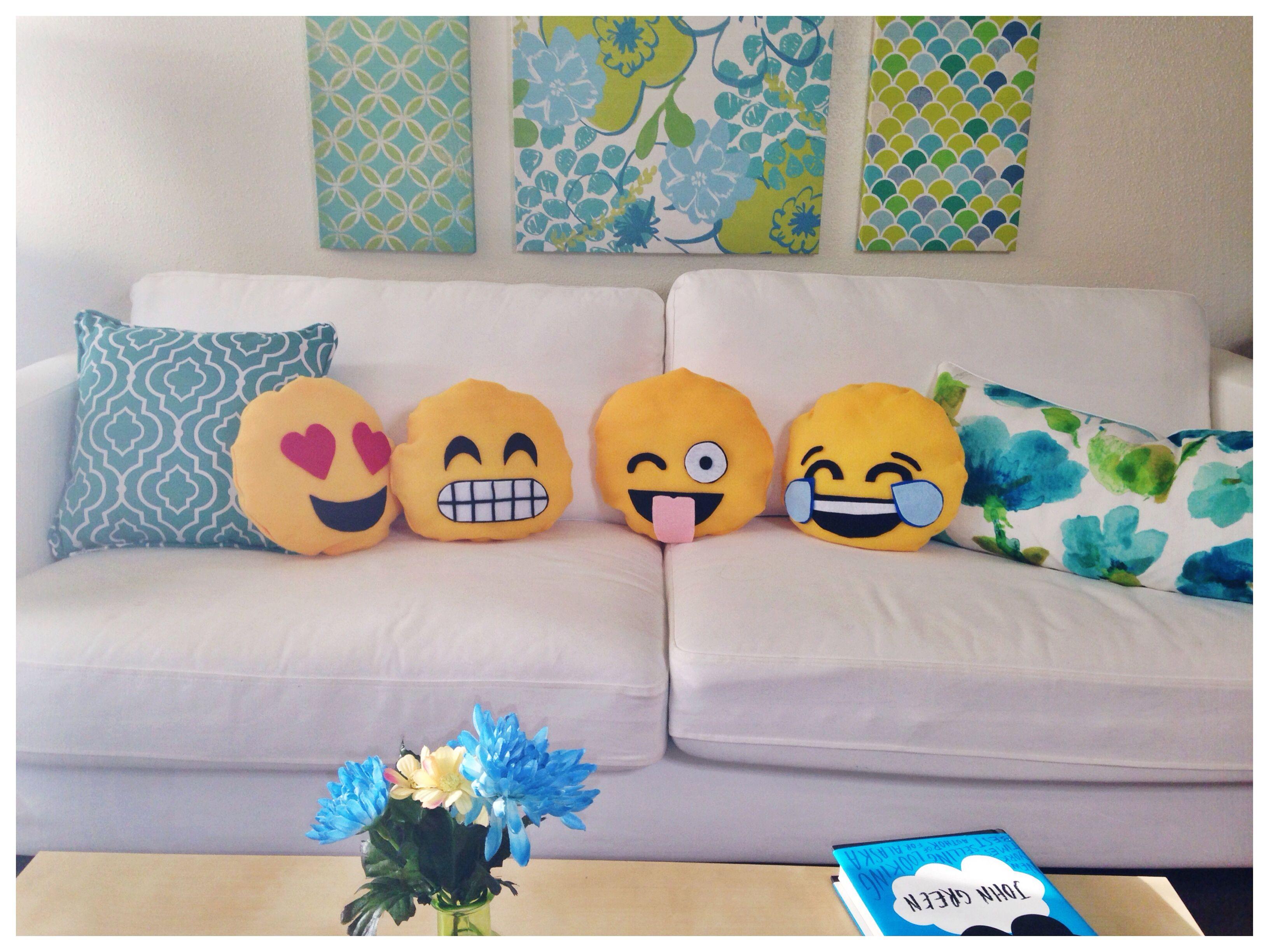 Emoji Pillow Diy