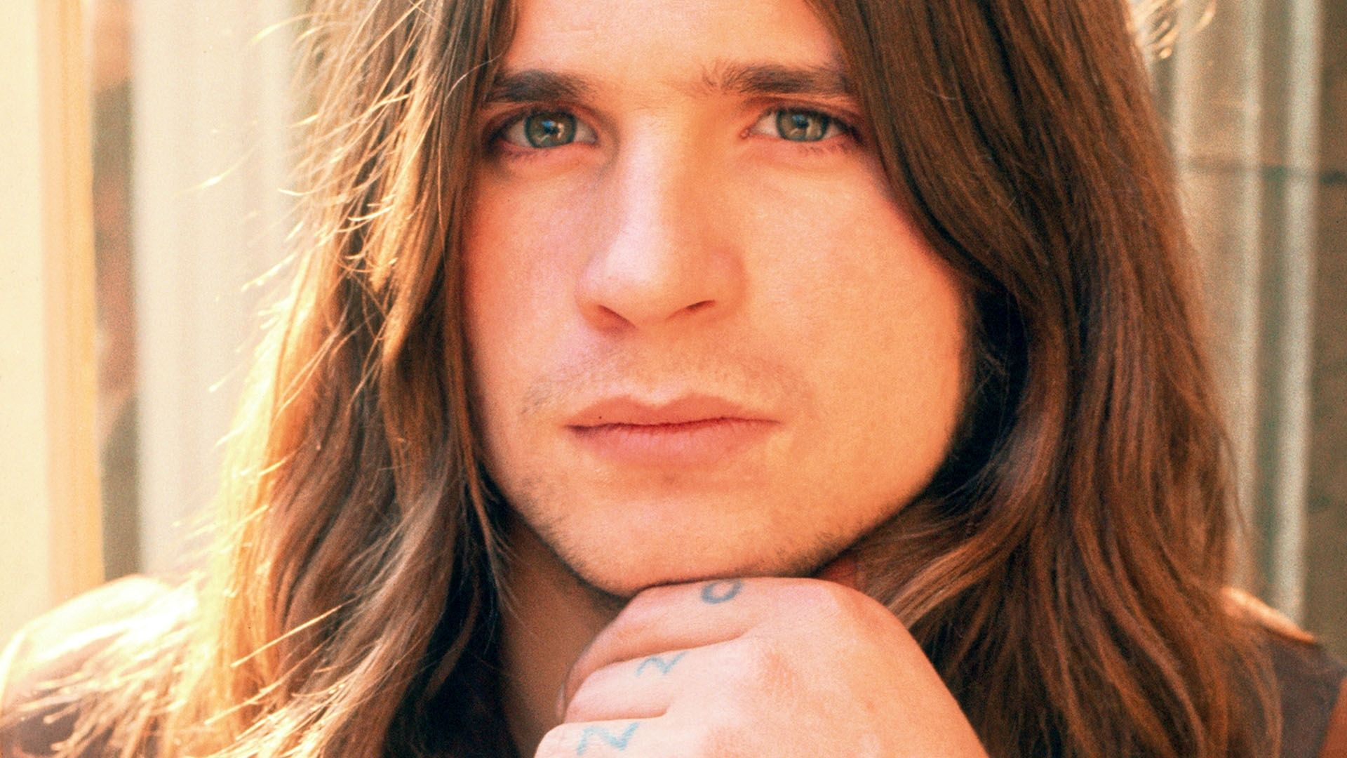 young ozzy osbourne!! Whaaat?? He's actually handsome in