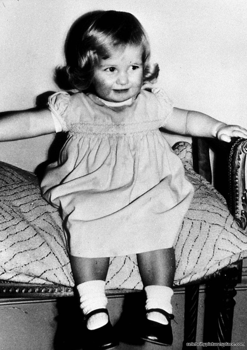 PRINCESS DIANA of Wales (Lady Diana Spencer) age 2 in