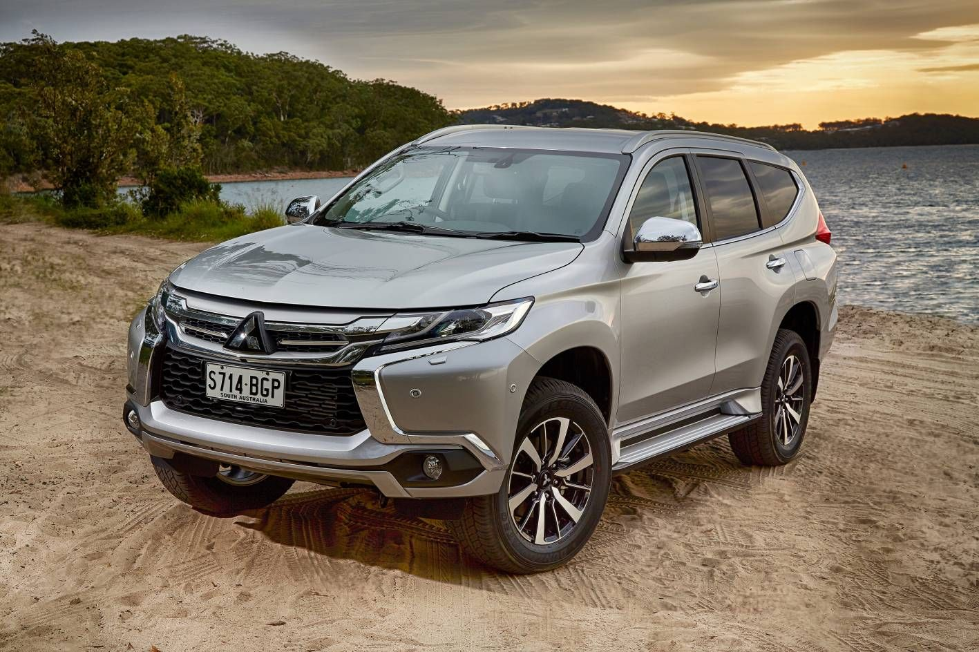 2017 mitsubishi pajero sport hd wallpapers | whesley | pinterest