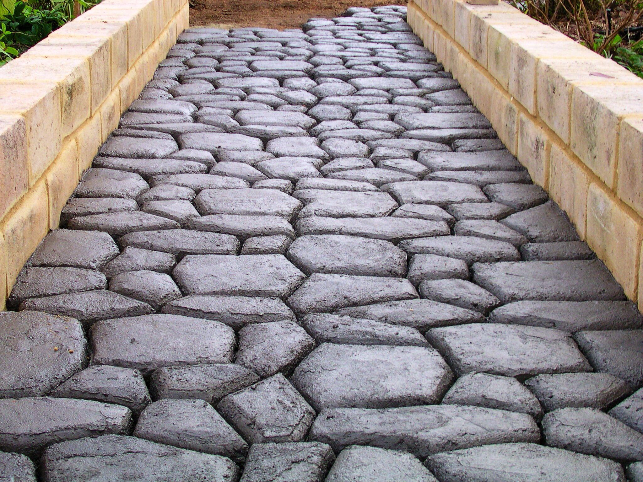 Cobblestone DIY paving using one Pavermaker mould (paving