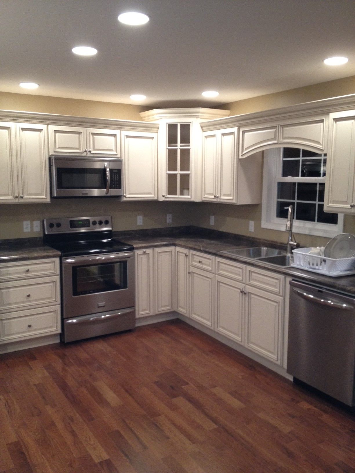 Signature Pearl with Slate Sequoia countertops