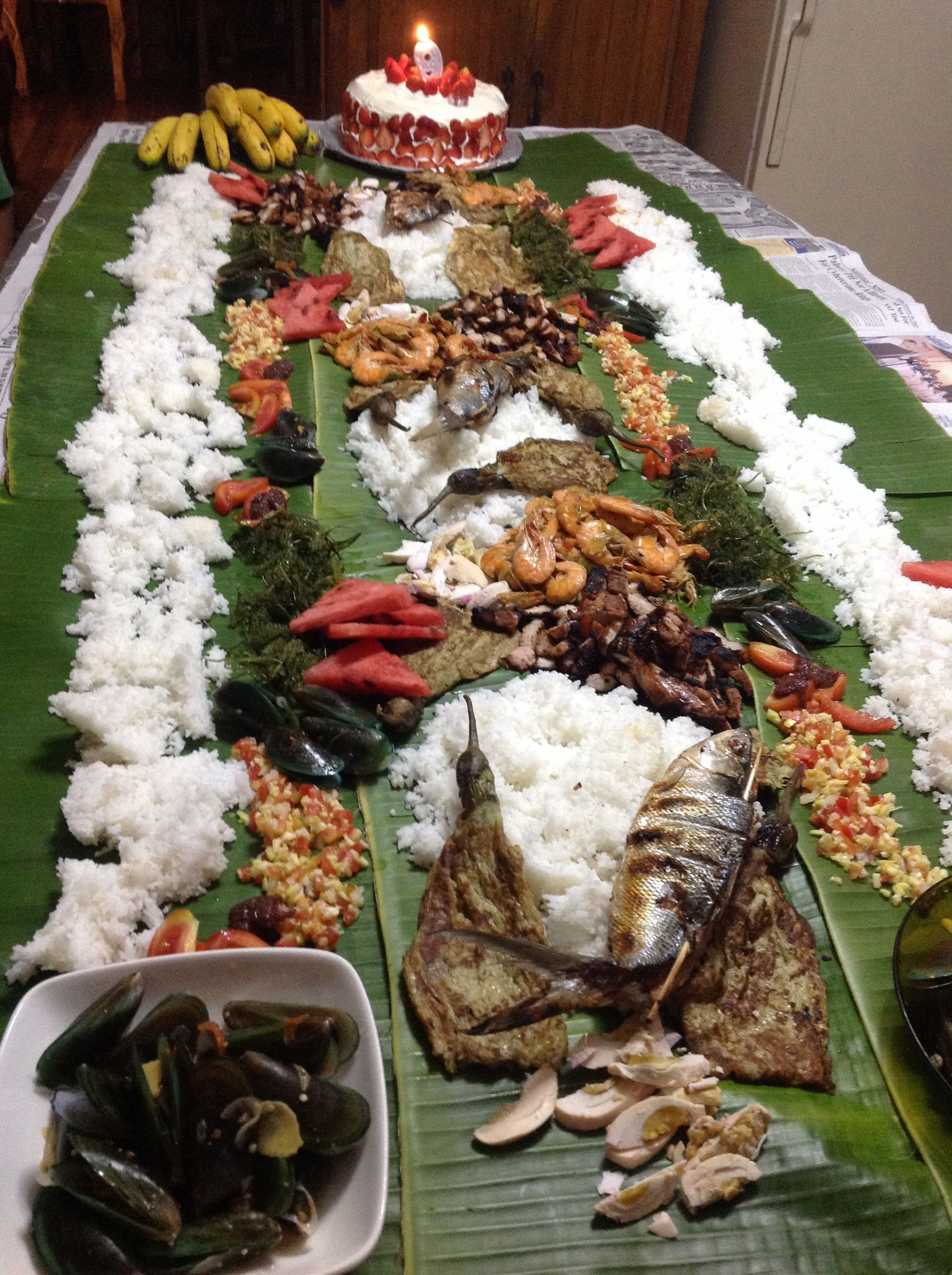 Boodle fight.... Meeeee Pinterest Filipino food
