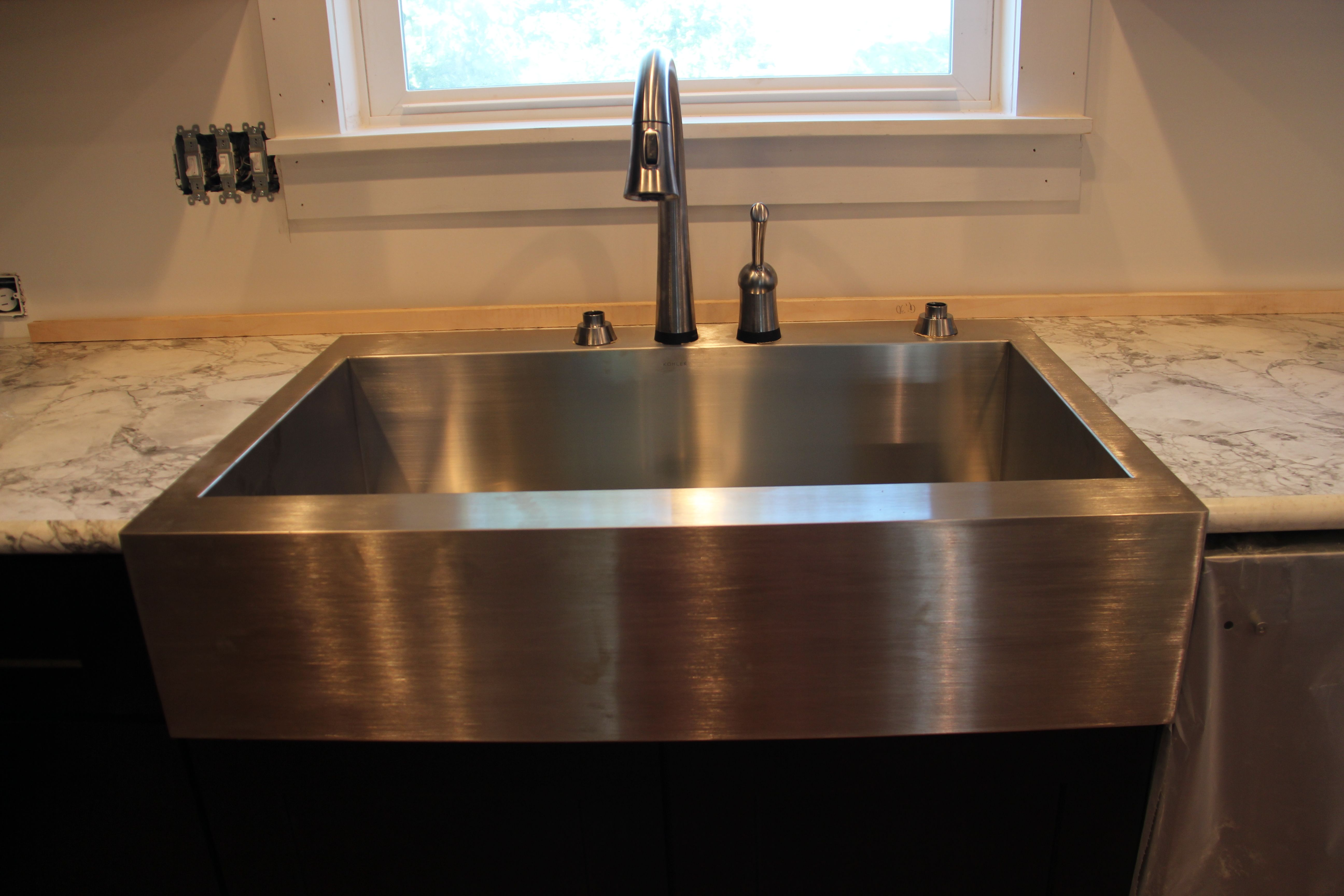 Apron Front Sink with Laminate Countertop Kitchen ideas