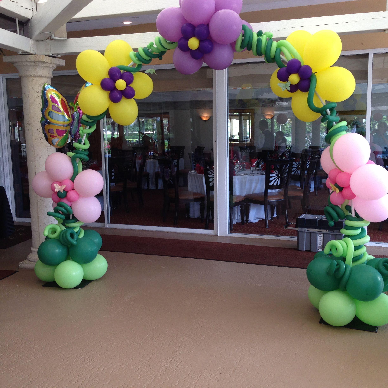 Balloon arch flowers shape. Alice in Wonderland flower