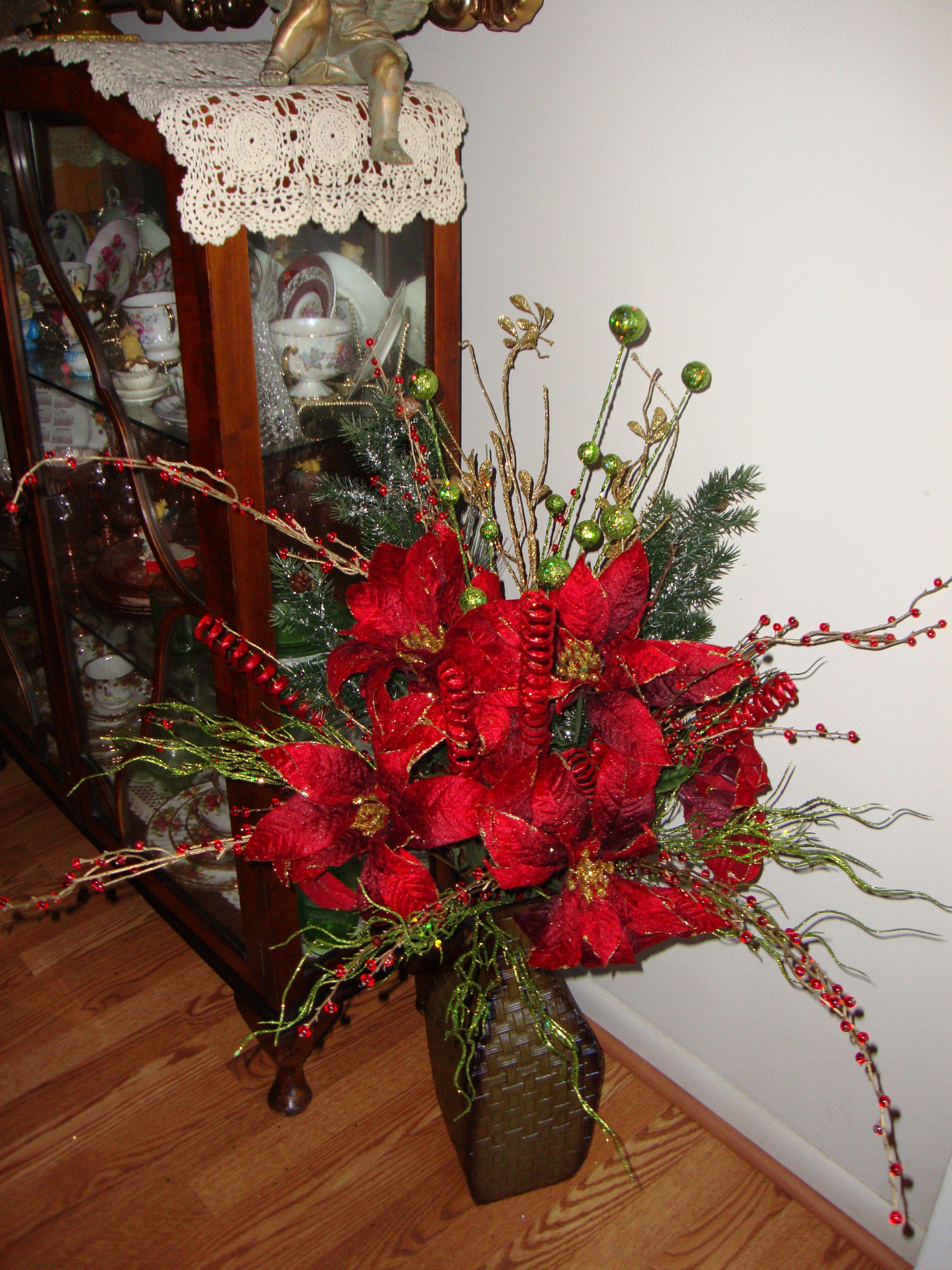 Christmas floral arrangement Crafts 'n Stuff Pinterest