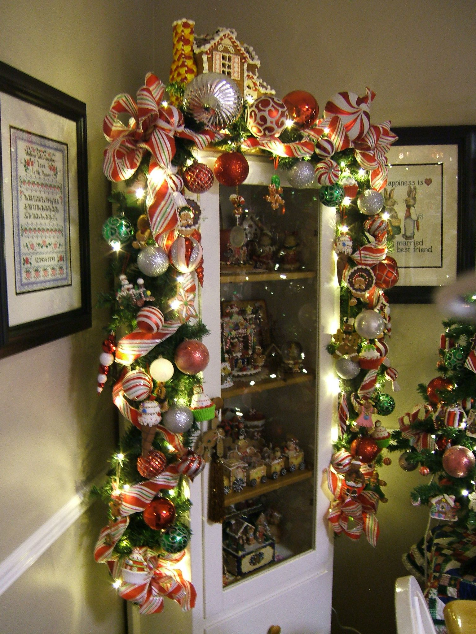 oh my, over the top garland. Love the house on top