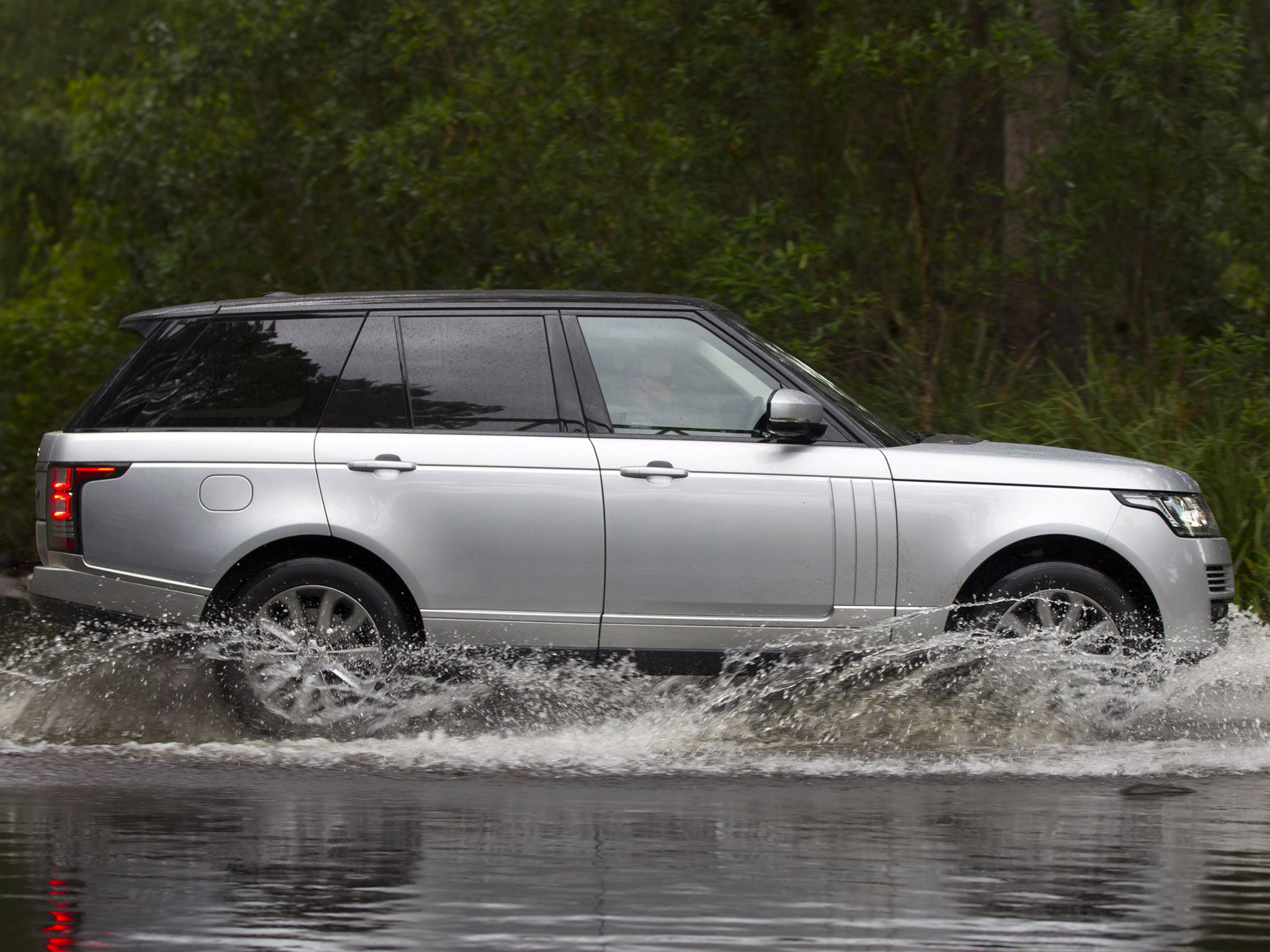 New Range Rover Vogue available for rental in Cote d Azur and