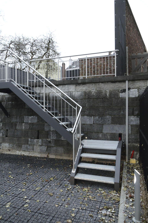 Excellent Escalier Quart Tournant Marche En Mtal