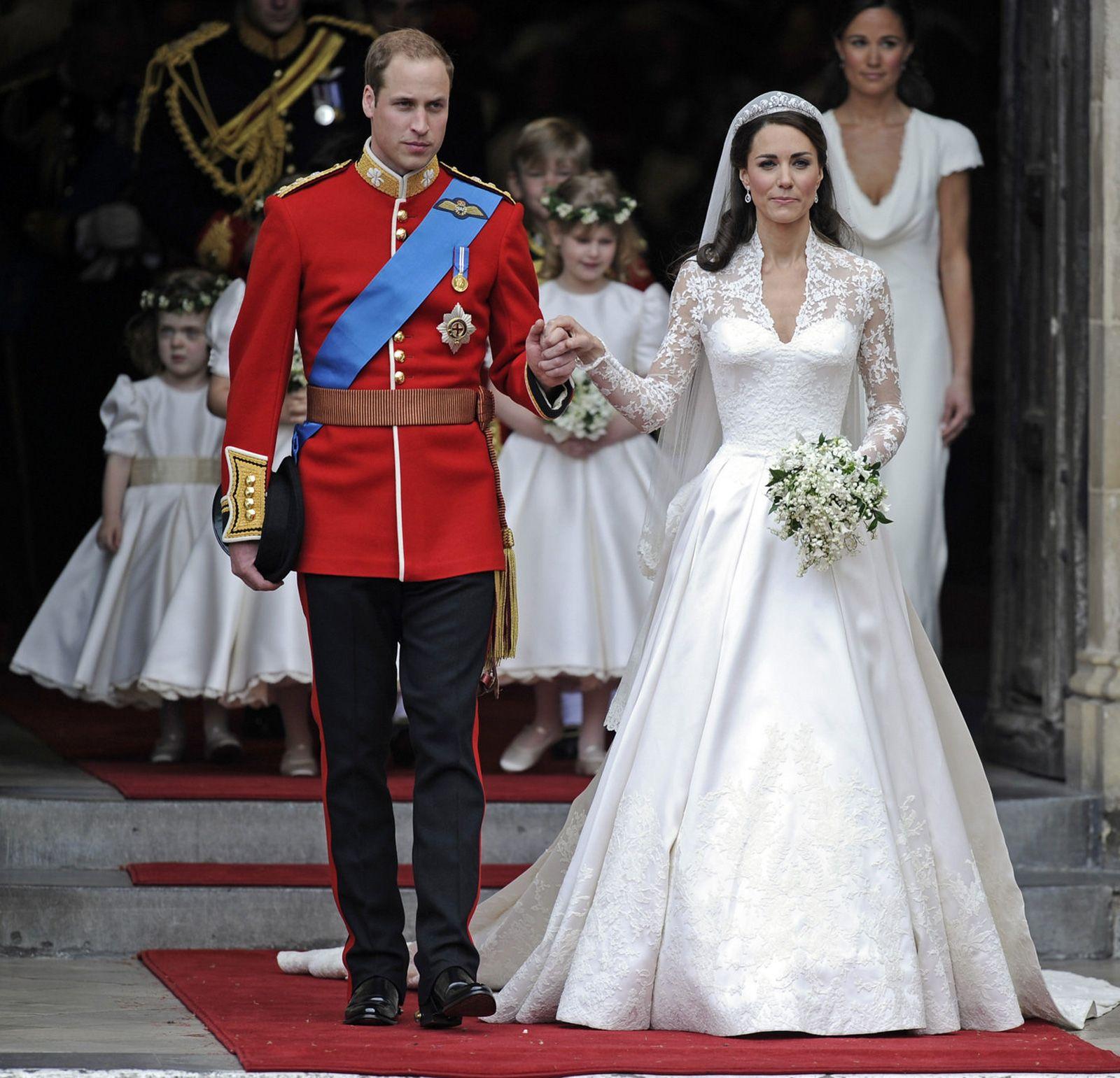 William & Kate...their first wedding anniversary!William