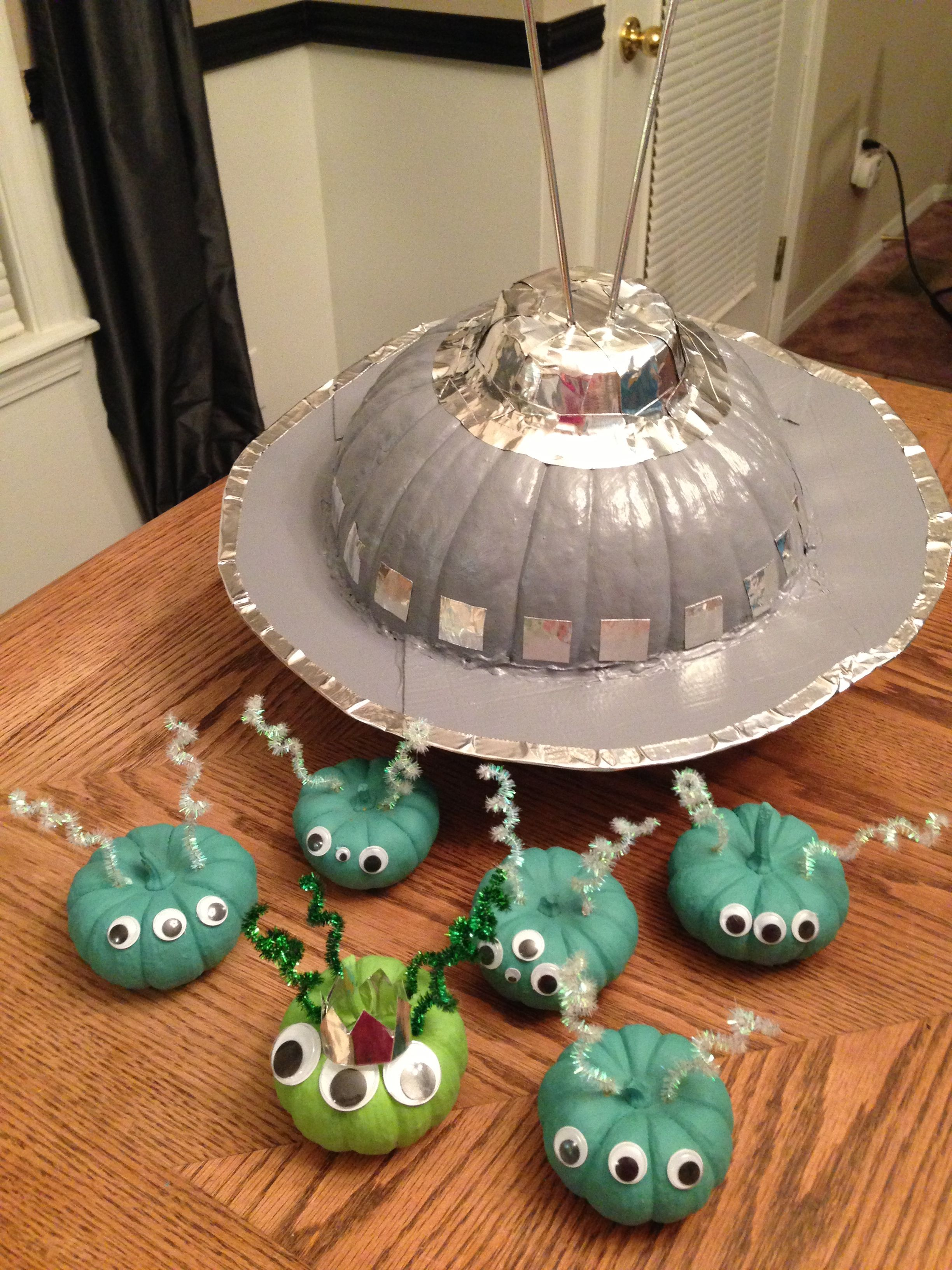 Space Ship And Aliens Decorated Pumpkins