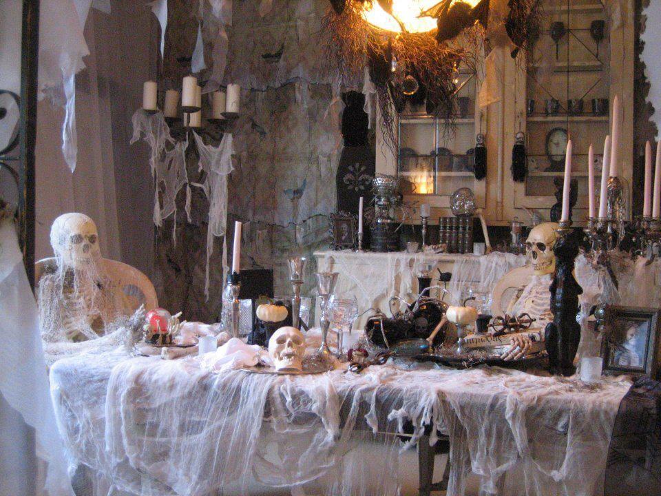 Grandin Road Halloween Display Winner Fall/Halloween