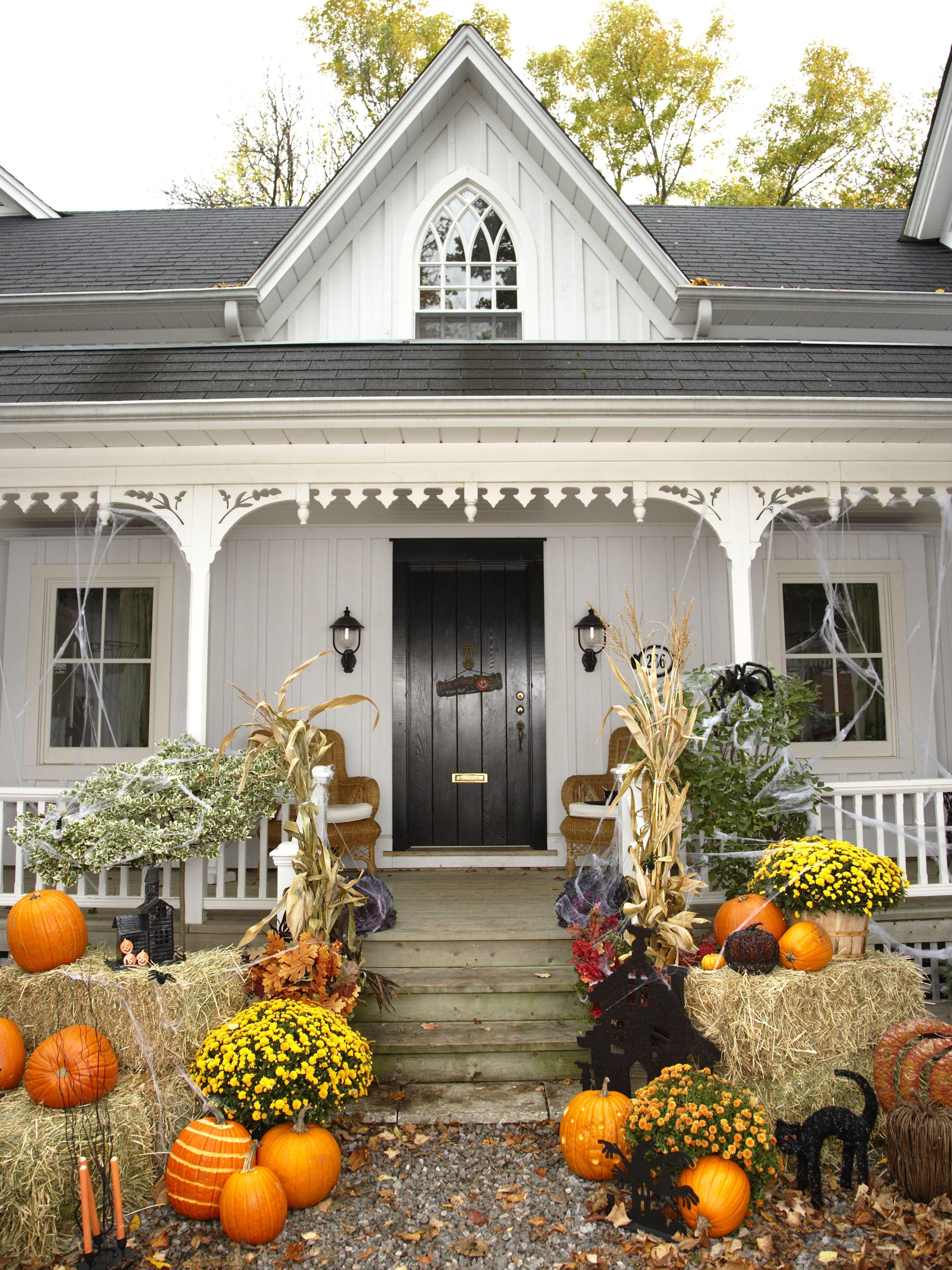 30+ Spooktacular Outdoor Halloween Decorations Country