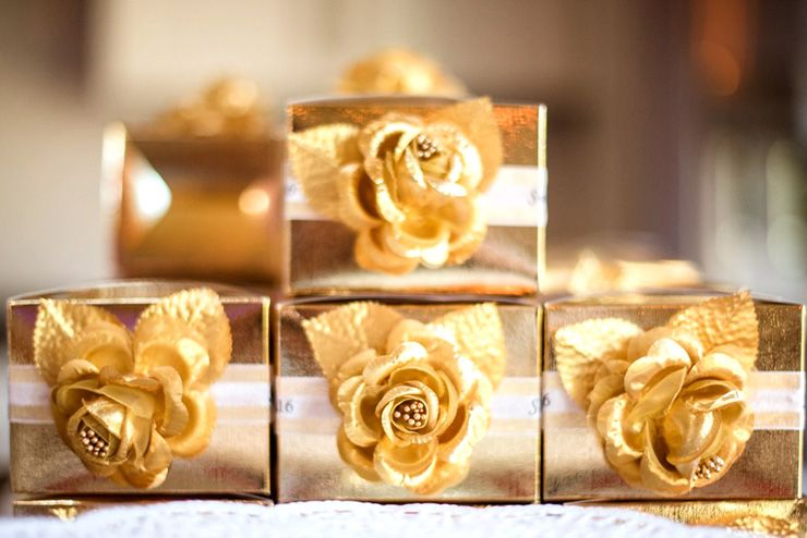 Gold Wedding favor boxes | sodazzling.com