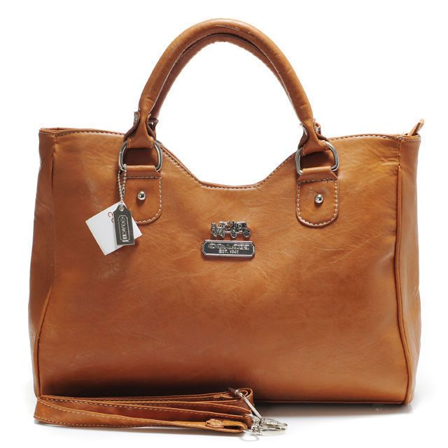 #COACHOUTLET On my wish-list-love the colors and shape of this Coach Legacy Larg