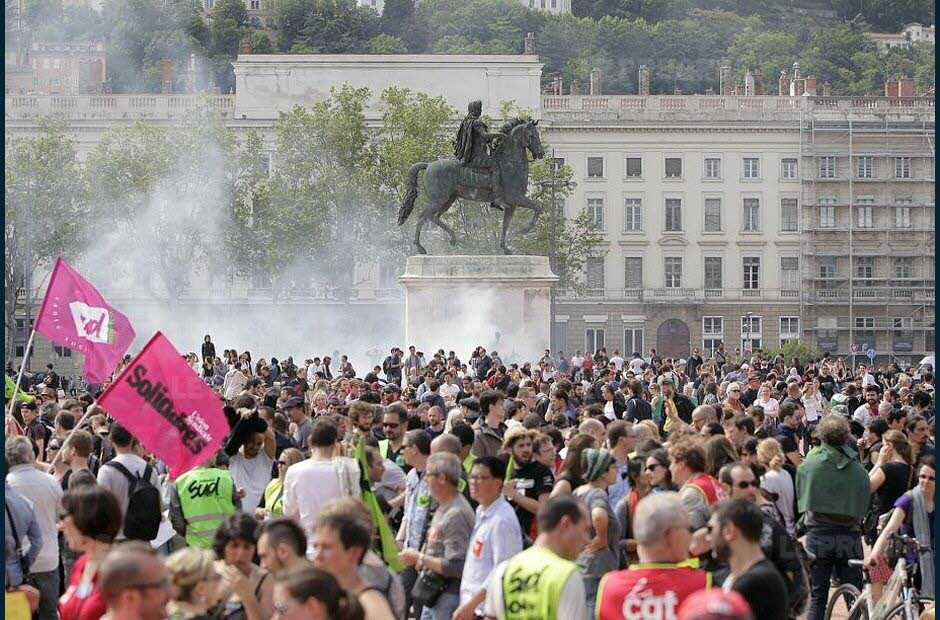 La manifestation arrive place Bellecour. Photo Maxime Jegat
