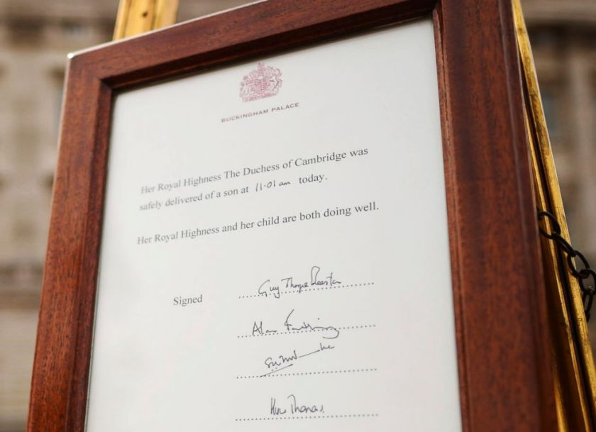 The notice of the birth of Prince William and Princess Kate place in the forecourt of Buckingham Palace