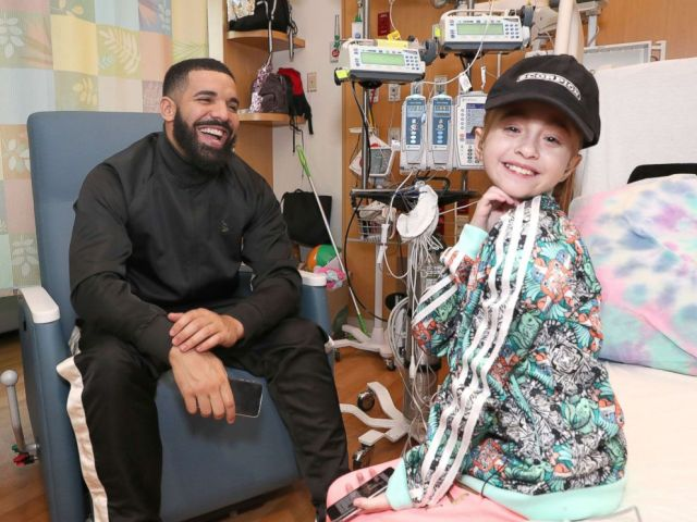 PHOTO: Sofia Sanchez poses with Drake during their visit at the Ann & Robert H. Lurie Childrens Hospital of Chicago.