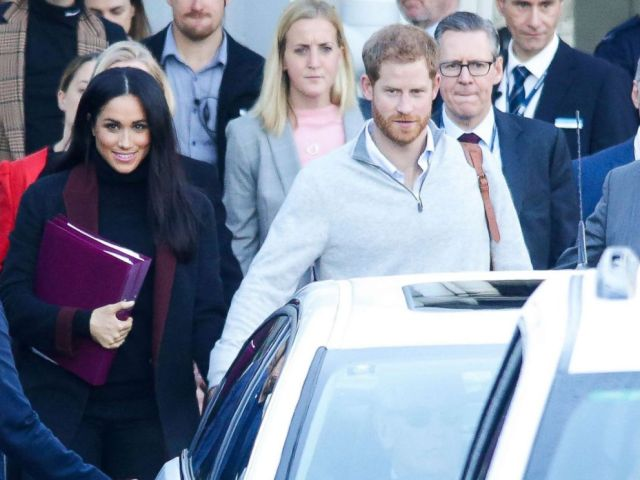 PHOTO: Meghan Markle and Prince Harry arrive at Sydney international airport ahead of the Invictus Games, Oct. 15, 2018.