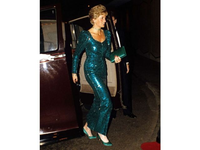 PHOTO: Princess Diana arrives at the Pink Diamond Charity Ball at Royal Lancaster Hotel in London, Dec. 4, 1990.