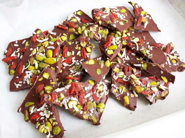 PHOTO: Nutritionist and health author Jessica Sepel shows how to make a raw chocolate Christmas bark with GMA.