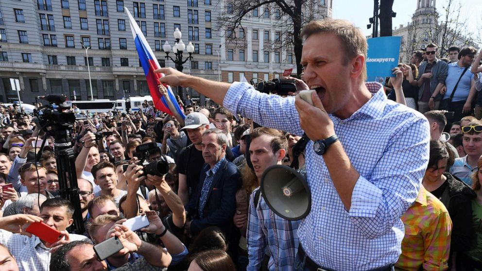 Russian opposition leader Alexey Navalny 'poisoned' thumbnail