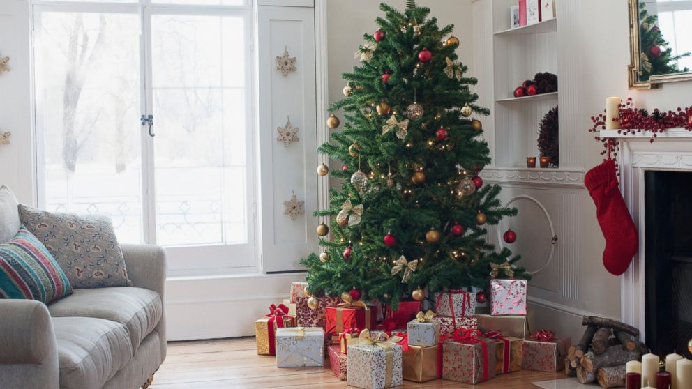 How To Decorate A Luxe-Looking Christmas Tree On A Budget