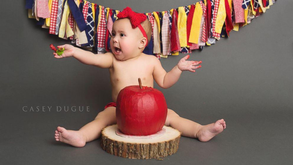 Mom Crochets Dress For Snow White Inspired Cake Smash For Baby Daughter Abc News