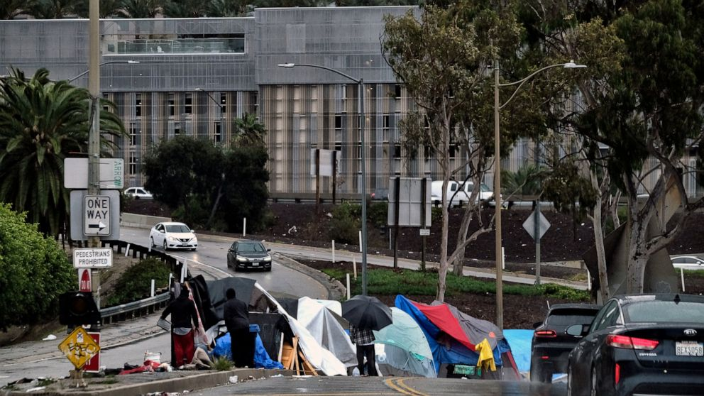 Judge orders Los Angeles to move thousands of homeless thumbnail