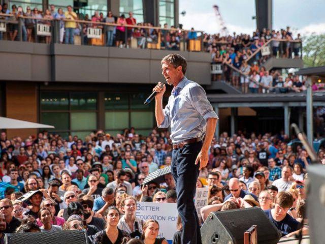 FOTO: Beto ORourke habla durante un mitin de campaña en Plano, Texas, el 15 de septiembre de 2018.