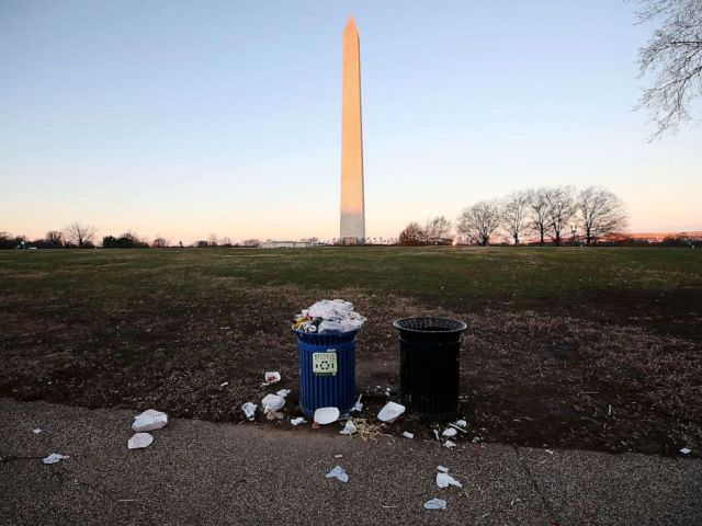 PHOTO: Trash builds up along the National Mall as trash collectors are off work during a partial shutdown of the federal government, on Dec. 23, 2018, in Washington.