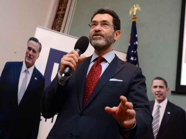 FOTO: Botschafter Norman L. Eisen spricht am Morgen nach den Wahlen in den USA mit den Medien in Prag, Tschechische Republik, 7. November 2012.