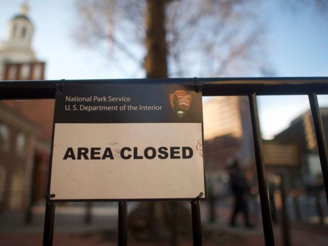 PHOTO: A closed sign is posted in front of the shuttered Independence Hall after the government shutdown, Jan. 20, 2018 in Philadelphia, Pa.