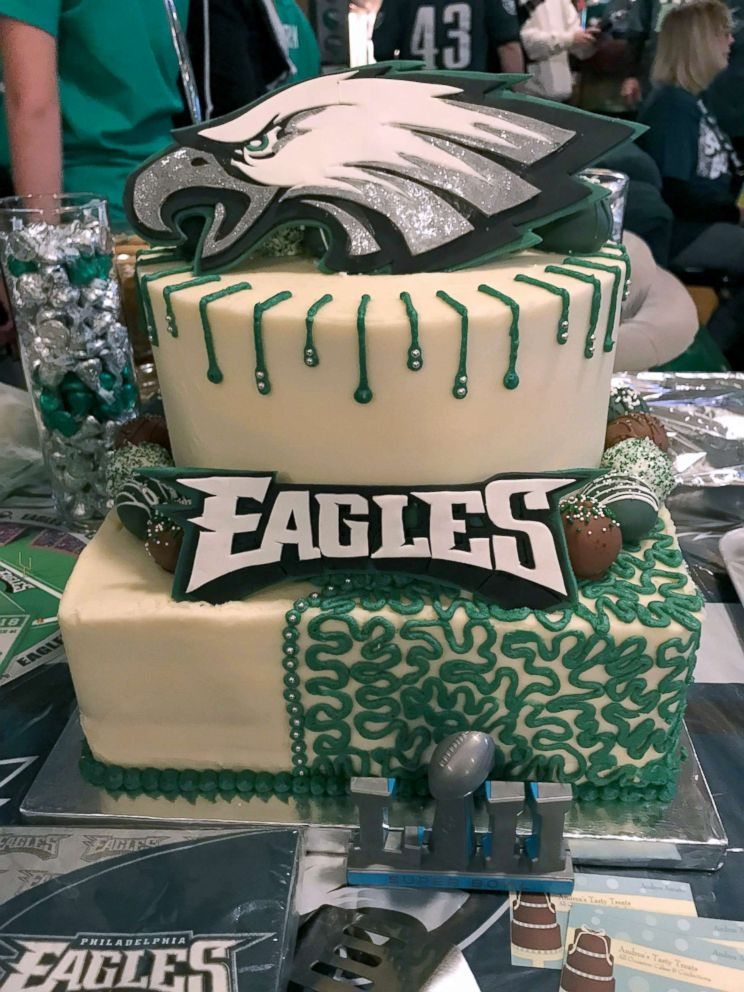 Super Fan Behind Philadelphia Eagles Man Cave Preps For Super Bowl Parade I M Going The Whole 9 Yards Abc News