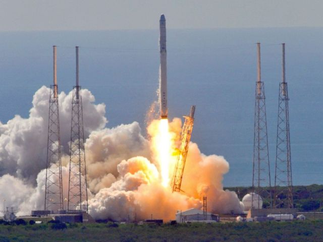 PHOTO: Space Xs Falcon 9 rocket as it lifts off from space launch complex 40 at Cape Canaveral, Florida June 28, 2015 with a Dragon CRS7 spacecraft. The unmanned SpaceX Falcon 9 rocket exploded minutes after liftoff.