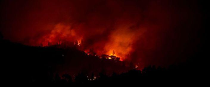 PHOTO: The Camp Fire burns along a ridge near Big Bend, Calif., Nov. 10, 2018.