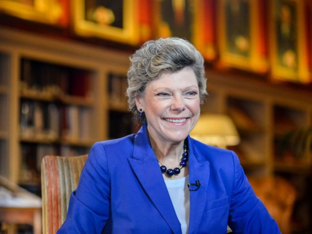 PHOTO: Cokie Roberts conducts an interview at the University Club in Washington, Oct. 29, 2015.