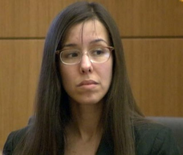 Photo Jodi Arias Takes The Stand During Her Murder Trial In Phoenix Ariz