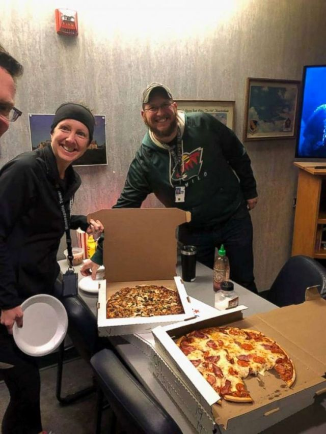 Air traffic controllers in Minneapolis, Minn. were sent pizzas from their Canadian counterparts as part of a show of solidarity amid the ongoing U.S. government shutdown.