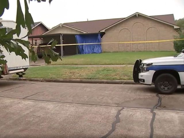 PHOTO: Police respond to a home in Deer Park, Texas, where authorities say Ashley Auzenne, 39, appears to have shot and killed her three children, ages 7, 9 and 11, before turning the gun on herself, Oct. 31, 2019.