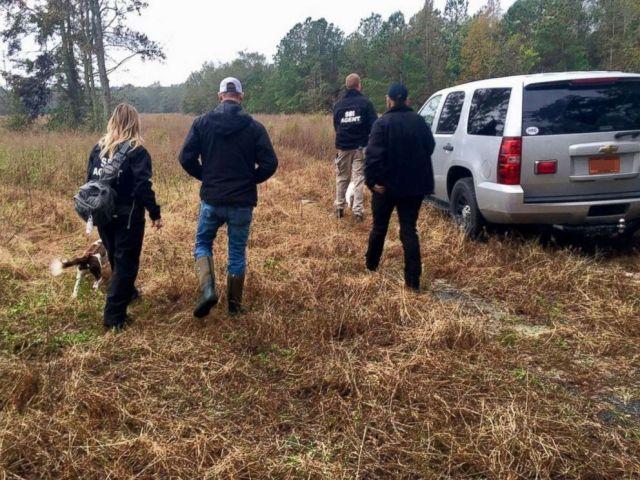 PHOTO: Les forces de l'ordre poursuivent l'enquête pour trouver Hania Noelia Aguilar, âgée de 13 ans, dans le comté de Robeson, au CN, le 17 novembre 2018.