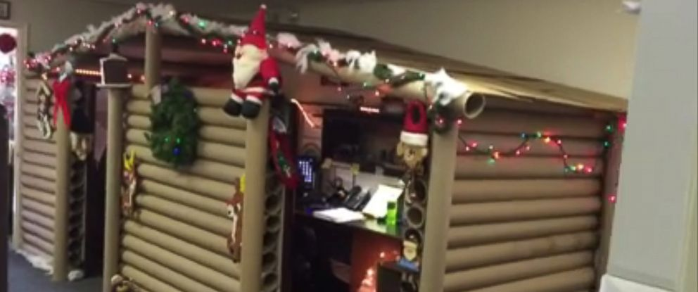 Office Cubicle Gets Transformed Into Cozy Christmas Cabin