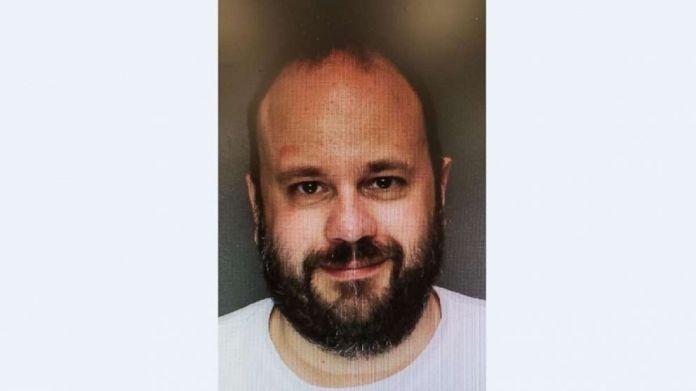 Marc Lamparello, de 37 años, visto en una foto policial desde que fue arrestado el lunes 15 de abril de 2019, por negarse a abandonar la Catedral del Sagrado Corazón en Newark, N.J.