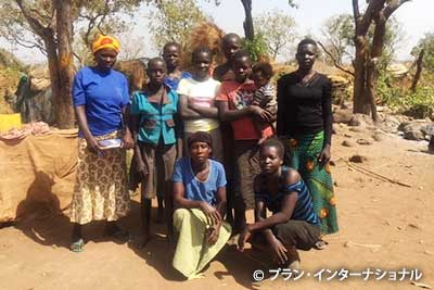 難民居住区に住む女性たち