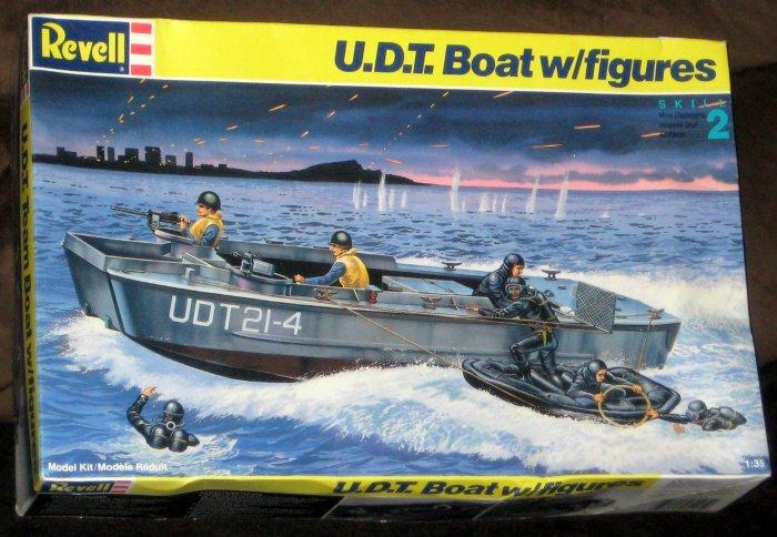 Sold Udt Boat Model Kit Frogmen Figures Us Navy Revell
