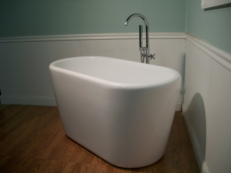 M 983 Japanese Soaking Bathtub And Faucet
