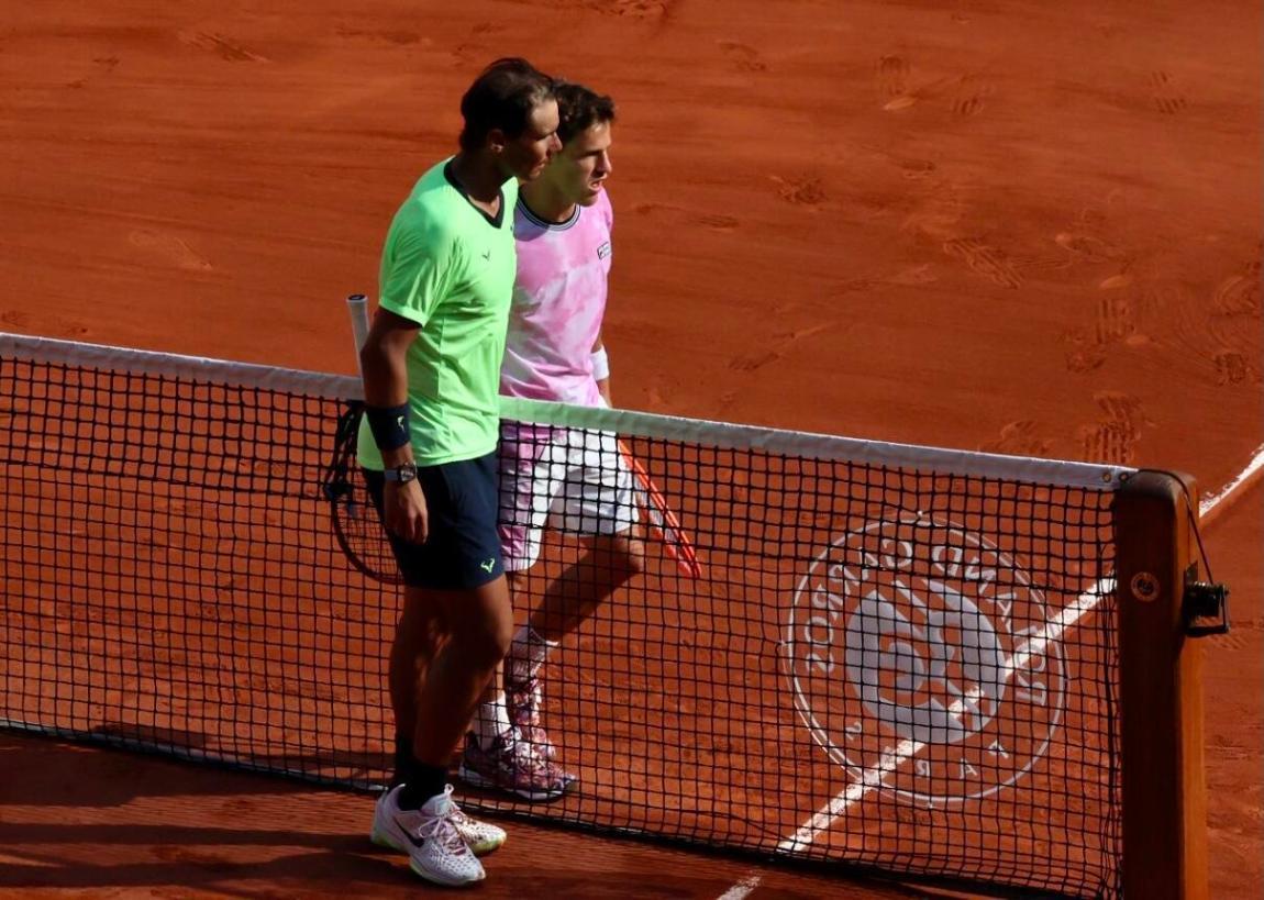 Rafael Nadal salutes are adverse du jour.