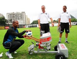 Canhão de bolas Botafogo jefferson (Foto: Gustavo Rotstein/Globoesporte.com)