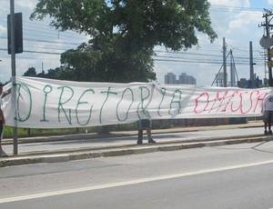 Protesto da torcida do Palmeiras (Foto: Diego Ribeiro/Globoesporte.com)