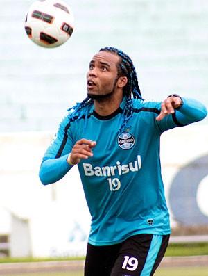 Carlos Alberto no treino do Grêmio (Foto: Wesley Santos / PressDigital)
